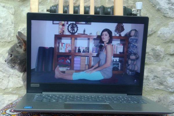 """Cours de yoga, chaîne Youtube """"YogaCoaching"""""""