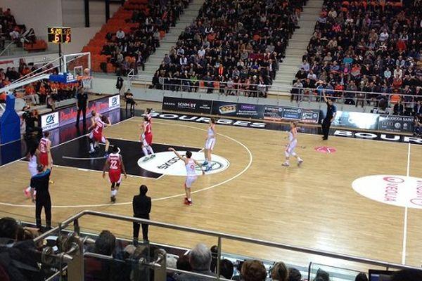 Victoire des Tango face aux joueuses de Cracovie : 63-45