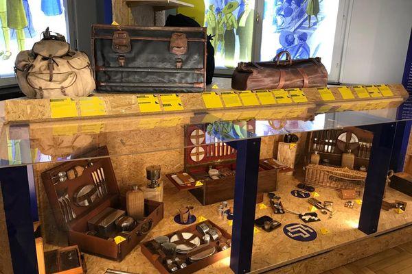 Des malles de toutes tailles, origines et usages sont restaurées par les malletiers de Haguenau et exposées au musée.