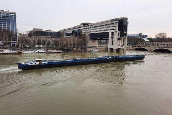 D'après Vigicrues, la Seine a atteint un niveau de 4,09 mètres à l'échelle d'Austerlitz ce vendredi, à 16 heures.