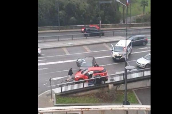 Le suspect âgé de 45 ans, fragile psychologiquement, a été arrêté à Valence, après son parcours meurtrier qui a fait 2 morts, une agent Pole-Emploi de Valence et le Directeur des Ressources Humaines de son ancienne entreprise en Ardèche.