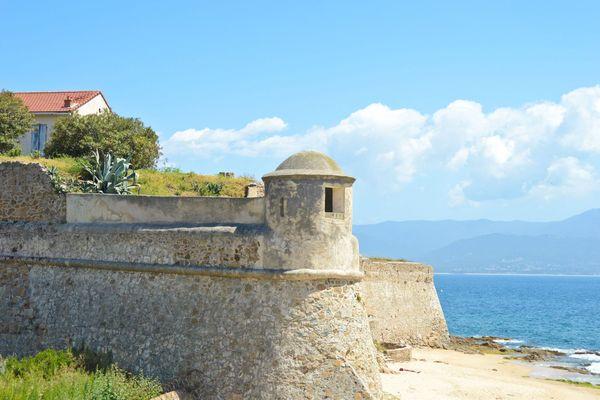 La citadelle Miollis à Ajaccio devrait ouvrir ses portes au public dès fin juin 2021, si les conditions sanitaires liées au Covid-19 le permettent.
