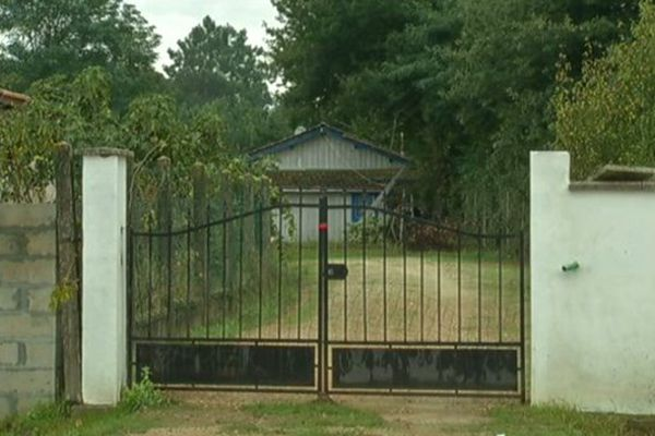 La maison où les gendarmes ont retrouvé le corps de la femme tuée par son compagnon.