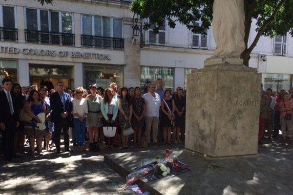 Une minute de silence observée ce lundi en hommage aux victimes de l'attentat de Nice à Orléans (Loiret)