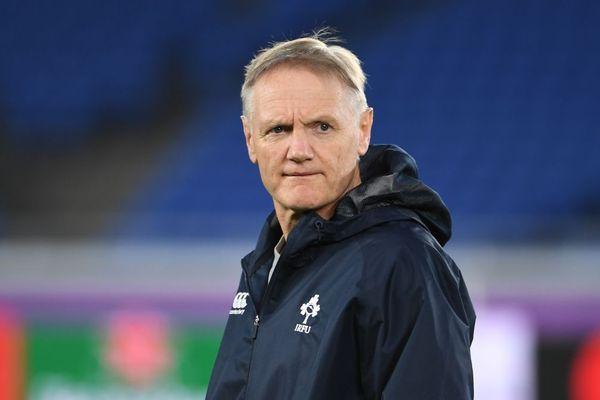 Joe Schmidt, ancien entraîneur des arrières de l'ASM Clermont Auvergne, est de retour pour 15 jours à Clermont-Ferrand.