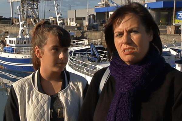 Océane et sa mère sur le port de la Turballe.