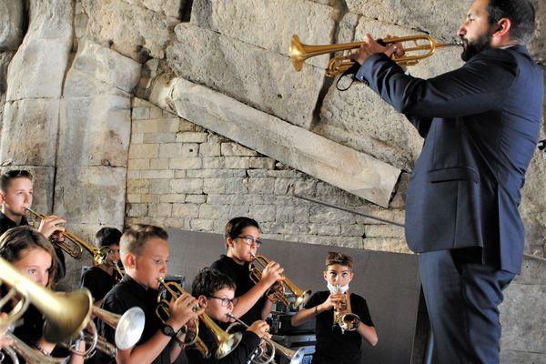 Des jeunes trompettistes de l'Orchestre à l'école avec Ibrahim Maalouf
