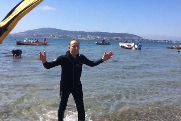 Sète-Balaruc (Hérault) - pari réussi pour Roger, il traverse la lagune de Thau pour fêter ses 80 ans - 2 juin 2019.