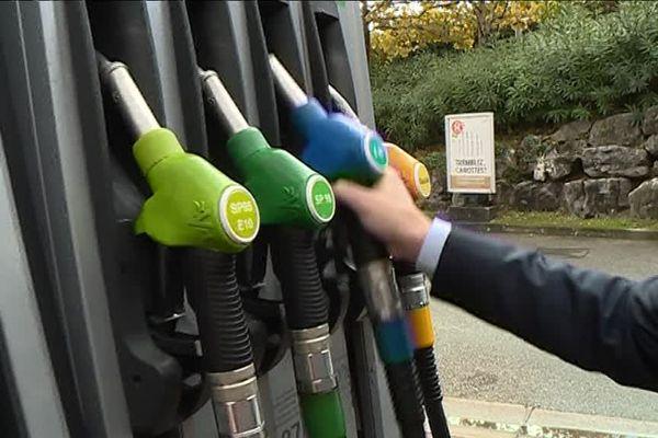 Le bioéthanol est symbolisé par ce pistolet bleu dans les stations services.