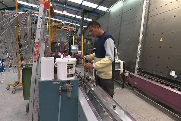 Malgré un taux de chômage massif, certaines entreprises ont du mal à recruter. C'est le cas de la miroiterie Kap Verre, située à Amiens.