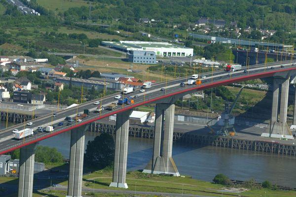 Le pont de Cheviré au dessus de la Loire à Nantes