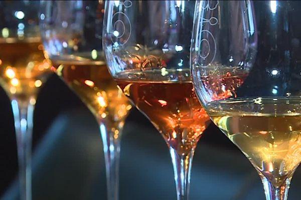 Mélangez de l'alcool à du jus de raisin non fermenté issu des vendanges champenoises, et vous obtenez du ratafia conforme à l'indication géographique.