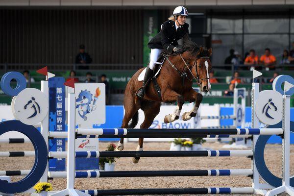 Elodie Clouvel vise l'Or olympique aux JO de Tokyo 2021 au penthatlon, discipline qui réunit l'équitation, le tir, la course à pied, la natation et l'escrime.