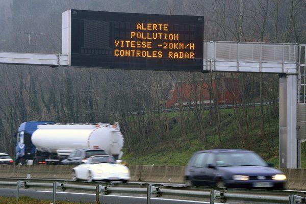 La vitesse est baissée de 20 km/h sur les routes de l'Oise pour limiter les effets de la pollution