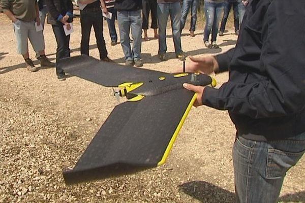 Un drone agronomique en démonstration sur une exploitation à Courtemaux dans le Loiret.