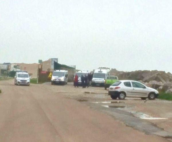 La police observe les déplacements des migrants près du port Transmanche
