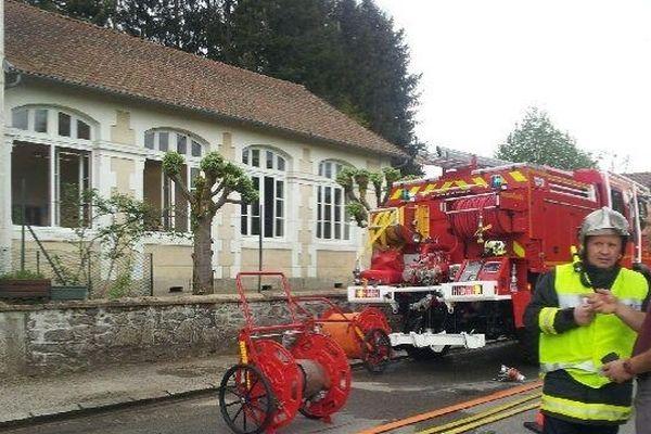 Incendie à côté de l'école de Saint-Jean-Ligoure