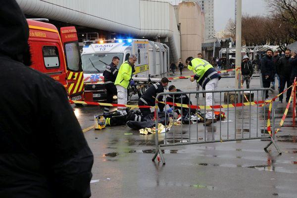 19/12/2018 - Un jeune homme de 18 ans a été tué mercredi à coups de couteau près d'un arrêt de métro dans les quartiers Nord de Marseille.