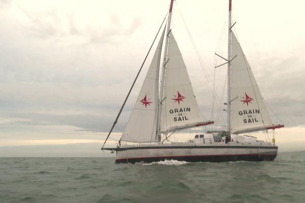 Le voilier cargo de l'entreprise Grain de Sail de Morlaix part de Saint-Malo pour livrer du vin et du chocolat à New York en 4 à 5 semaines.