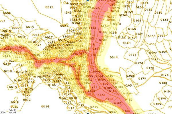 Cette carte du porter-à-connaissance permet aux habitants de voir si leur terrain est désormais soumis à une interdiction de construction, comme ici à Tende (Alpes-Maritimes).