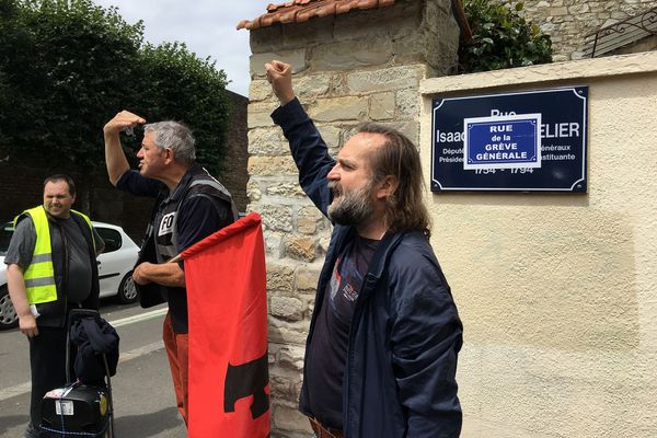 La rue Le Chapelier devient celle de la grève générale. Isaac le Chapelier avait interdit le droit de grève en 1791