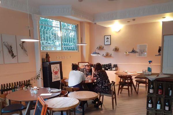 Pure & V est situé 15 rue Bottero à Nice.