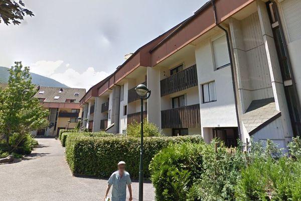 L'incendie s'est déclaré au dernier étage d'un immeuble appartenant à un bailleur social.