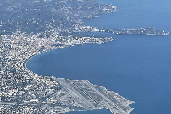 Plus de 90 destinations sont proposées au départ de l'aéroport Nice Côte d'Azur.