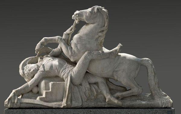 Joseph CHINARD (1756-1813), La Mort du général Desaix, commencé en 1801, marbre. Ce groupe sculpté devait former l'un des quatre motifs qui furent commandés à la Ville de Clermont-Ferrand pour décorer le massif de la fontaine. dite de la Pyramide érigée en l'honneur du général Desaix. Trois sont restés à l'état de maquette. Celui-ci est le seul qui ait été exécuté en marbre mais il n'a jamais été mis en place).