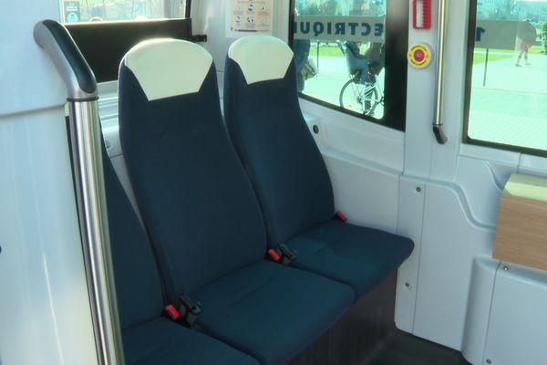 """A l'intérieur des navettes autonomes à Vincennes, quatre voyageurs peuvent être accueillis en raison des mesures sanitaires (11 personnes dans un """"contexte normalisé"""")."""