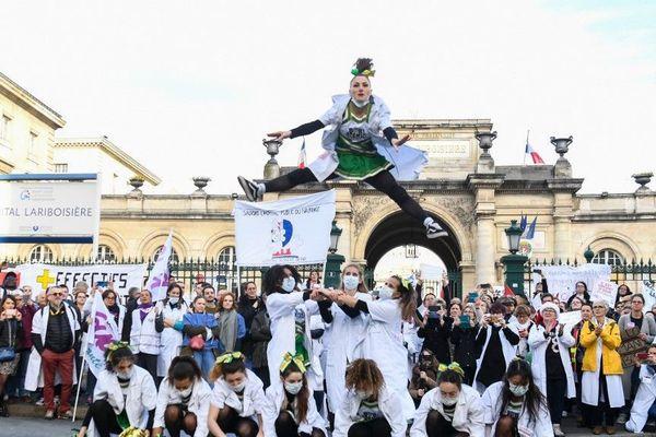 Les personnels hospitaliers ont manifesté mardi à Paris pour réclamer des moyens pour l'hôpital public