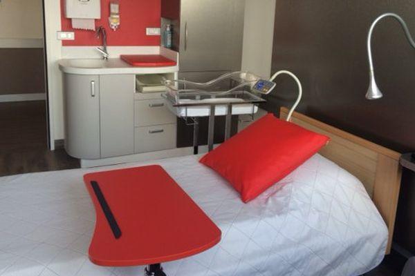 Une des nouvelles chambres de la maternité du CHU de Poitiers.