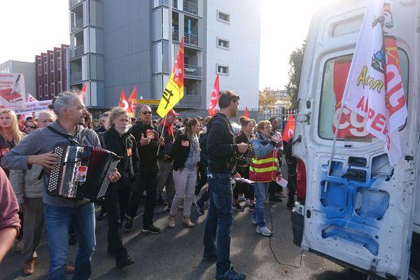 A Clermont-Ferrand, un cortège en musique et des manifestants mobilisés contre la réforme du code du travail.