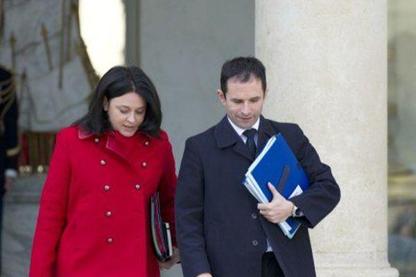 Silvia Pinel et Benoît Hamon sortant côte à côte du Palais de l'Elysée en mars 2014.