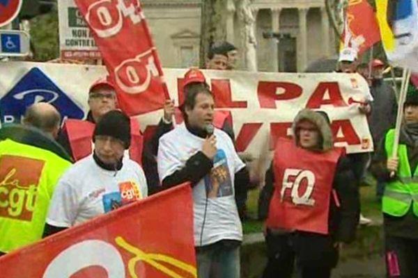 """Carcassonne : les """"Pilpa"""" dans la manifestation contre la réforme sur l'emploi - 5 mars 2013."""
