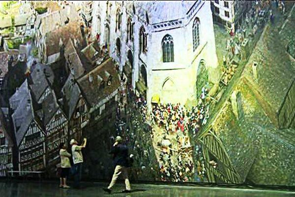 Une véritable promenade dans le temps. Les visiteurs découvrent Rouen au Moyen-Age.