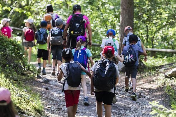 """Dans l'académie de Clermont-Ferrand, les voyages scolaires vers l'étranger sont suspendus ou reportés, il en va de même pour ceux à destination des """"clusters"""" en France."""