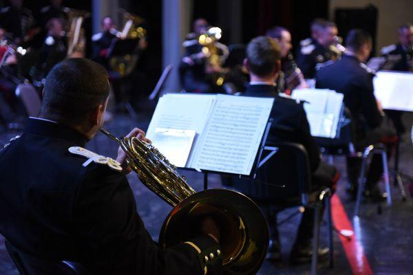 La Musique des Parachutistes de l'Armée de Terre rythmera la soirée au profit des blessés des armées et des familles ayant perdu un proche au combat.