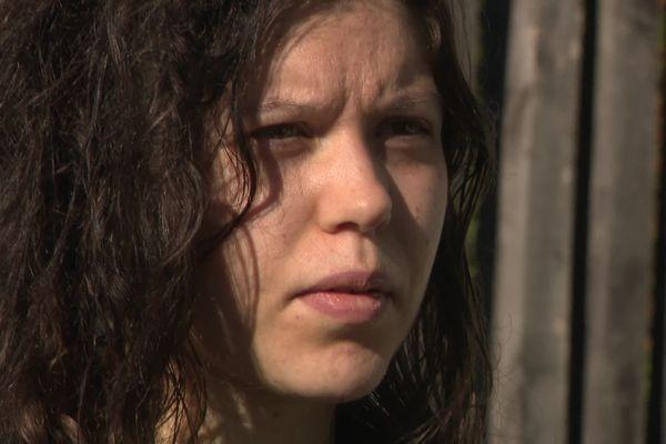 Gaëlle, 25 ans, a été séquestrée pendant 3 ans et doit maintenant se reconstruire / © Laurence Couvrand / France Télévisions