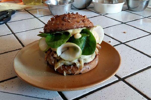 Un burger, hommage appuyé à l'Ardèche...
