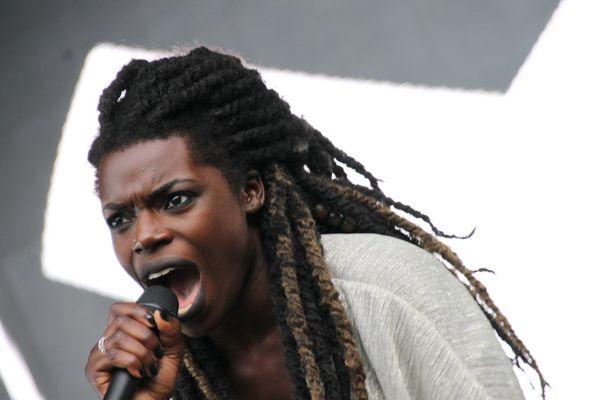 Oma, énergique chanteuse de The NoFace