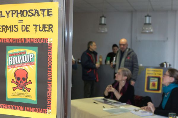 Campagne prélèvement d'urine des pisseurs involontaires de glyphosate organisée par le collectif Glyphosate 21