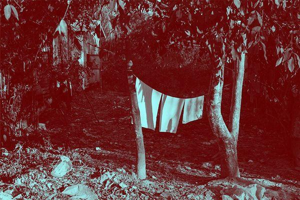 """""""A red shame"""" (le rouge de la honte) une des photos de Laïa Abril exposée pendant le festival Photoreporter à Saint-Brieuc"""