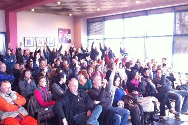 10/12/13 - Vote à main levée du blocage de l'usine Kem One (Saint-Fons)