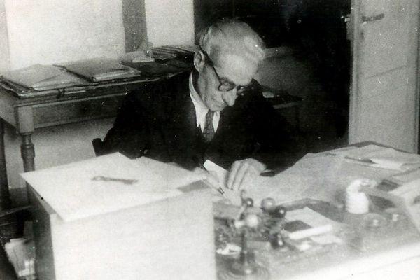 Albert Terrusse a été le dernier commandant la base d'hydravions d'Antibes. Elle est transférée à Nice en 1946.