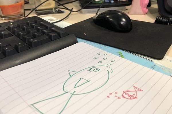Pas de poisson d'avril sur les antennes de France 3 Picardie !! On a préféré en accrocher dans le dos de nos collègues !!