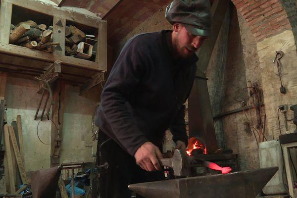 Simon Bertin, sculpteur forgeron au château de Verchaüs