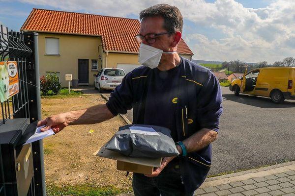 En raison de l'épidémie de Coronavirus COVID 19, les bureaux de Poste sont fermés et le courrier ne sera pas distribué samedi 21 mars.