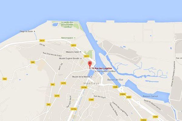 L'incendie a démarré au numéro 19 de la rue des Logettes sur le vieux port d'Honfleur (Calvados).