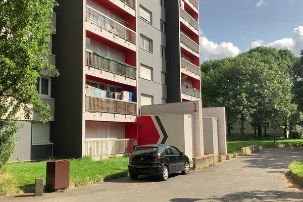 Les faits se sont déroulés dans la nuit du samedi 21 au dimanche 22 août, dans un appartement situé rue de la Volga, dans le quartier du Blosne, au sud de Rennes.